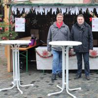 SPD-Bürgermeisterkandidat Wolfgang Brasch (links) und SPD-Ortsvereinsvorsitzender Carsten Höllein freuen sich auf interessante Gespräche.